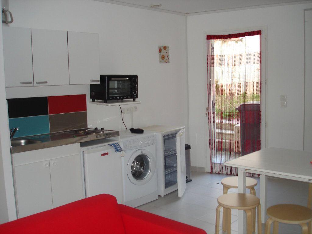 Appartement à louer 2 32.6m2 à Melun vignette-2