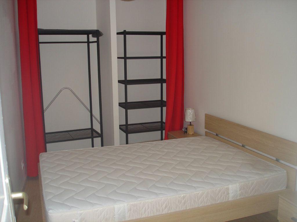 Appartement à louer 2 32.6m2 à Melun vignette-3