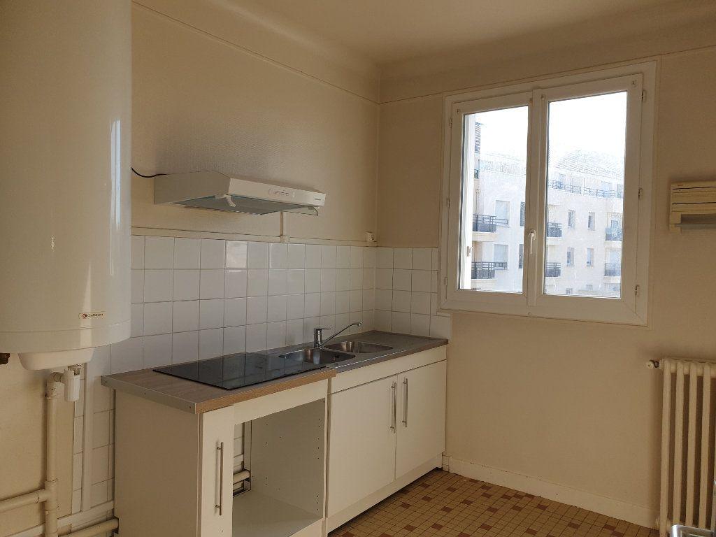 Appartement à louer 3 63.79m2 à Melun vignette-1