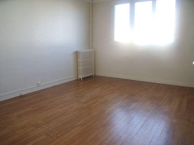 Appartement à louer 3 63.79m2 à Melun vignette-3