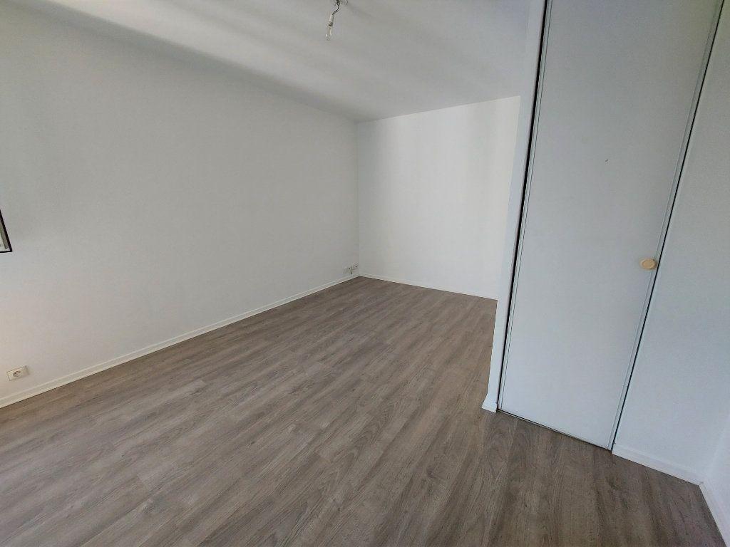 Appartement à louer 1 28.1m2 à Melun vignette-3