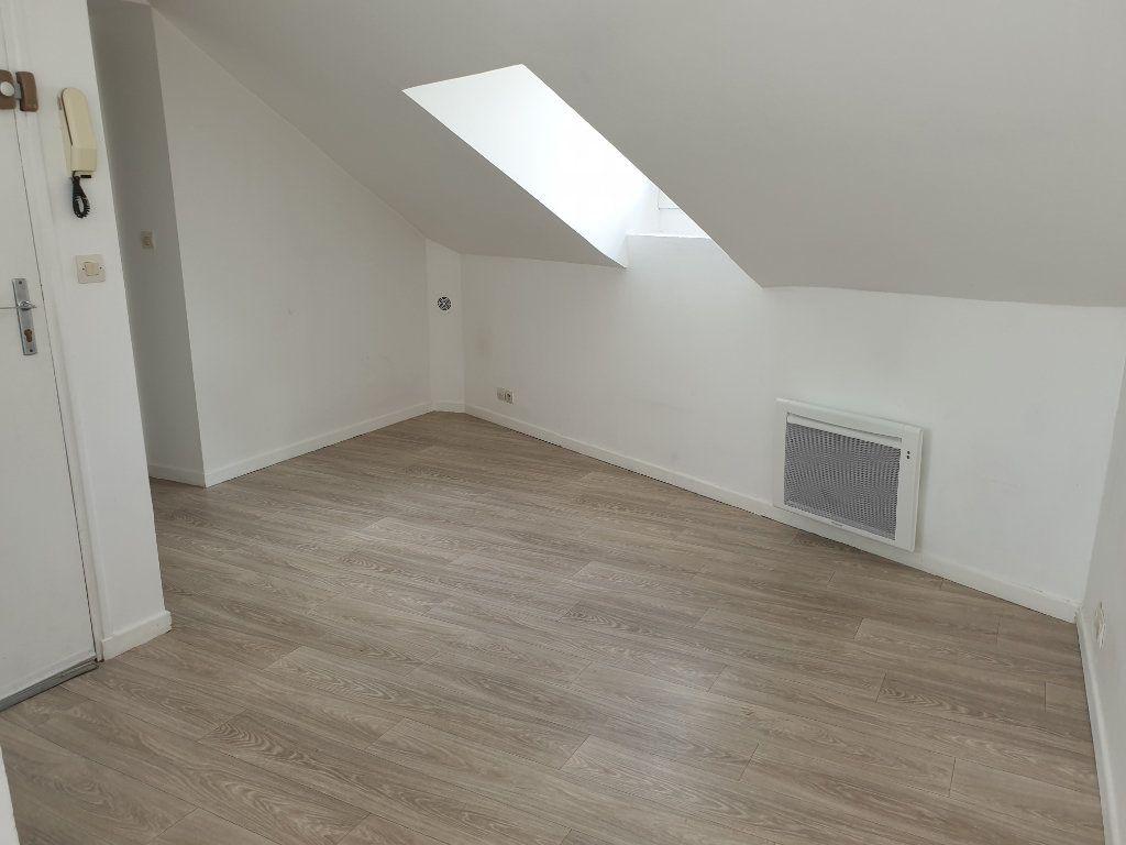 Appartement à louer 1 15.1m2 à Melun vignette-1