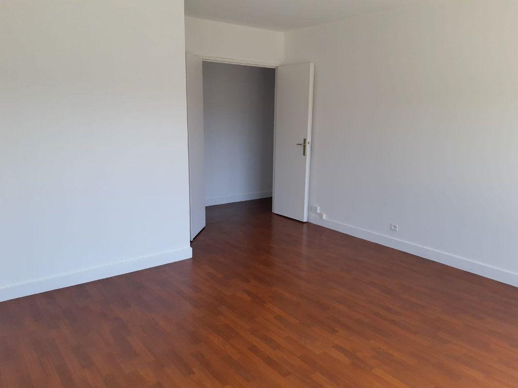 Appartement à louer 3 61.32m2 à Melun vignette-2