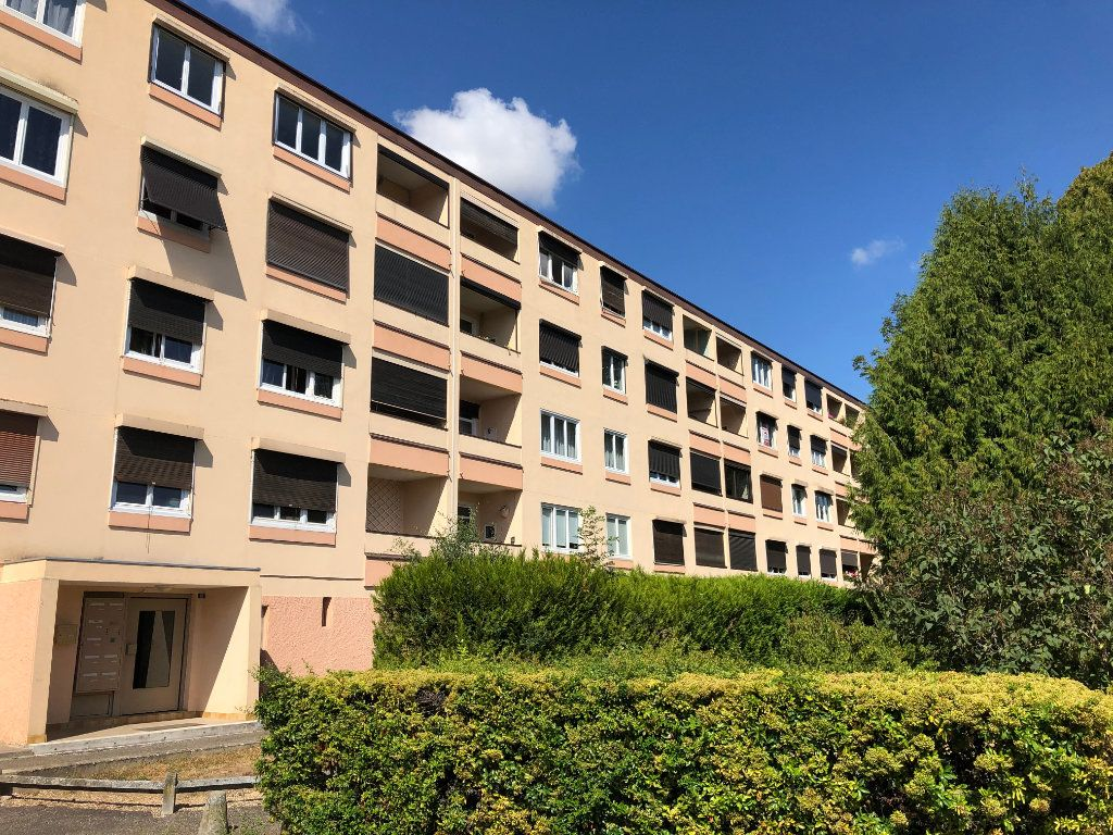 Appartement à vendre 4 66.5m2 à Saint-Fargeau-Ponthierry vignette-1