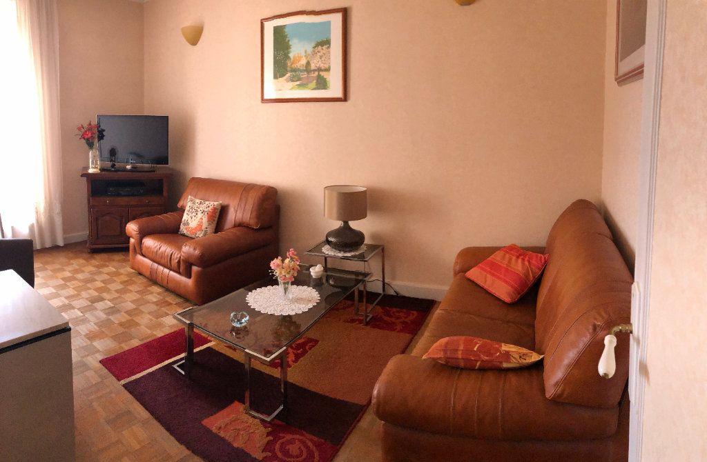 Appartement à vendre 4 66.5m2 à Saint-Fargeau-Ponthierry vignette-5