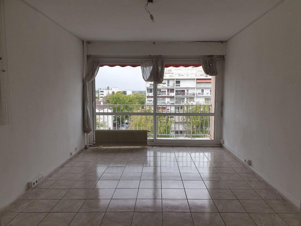 Appartement à louer 3 68.16m2 à Melun vignette-1