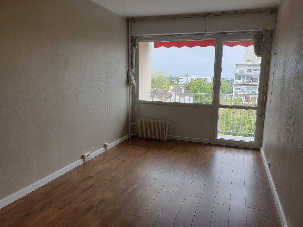 Appartement à louer 3 68.16m2 à Melun vignette-4