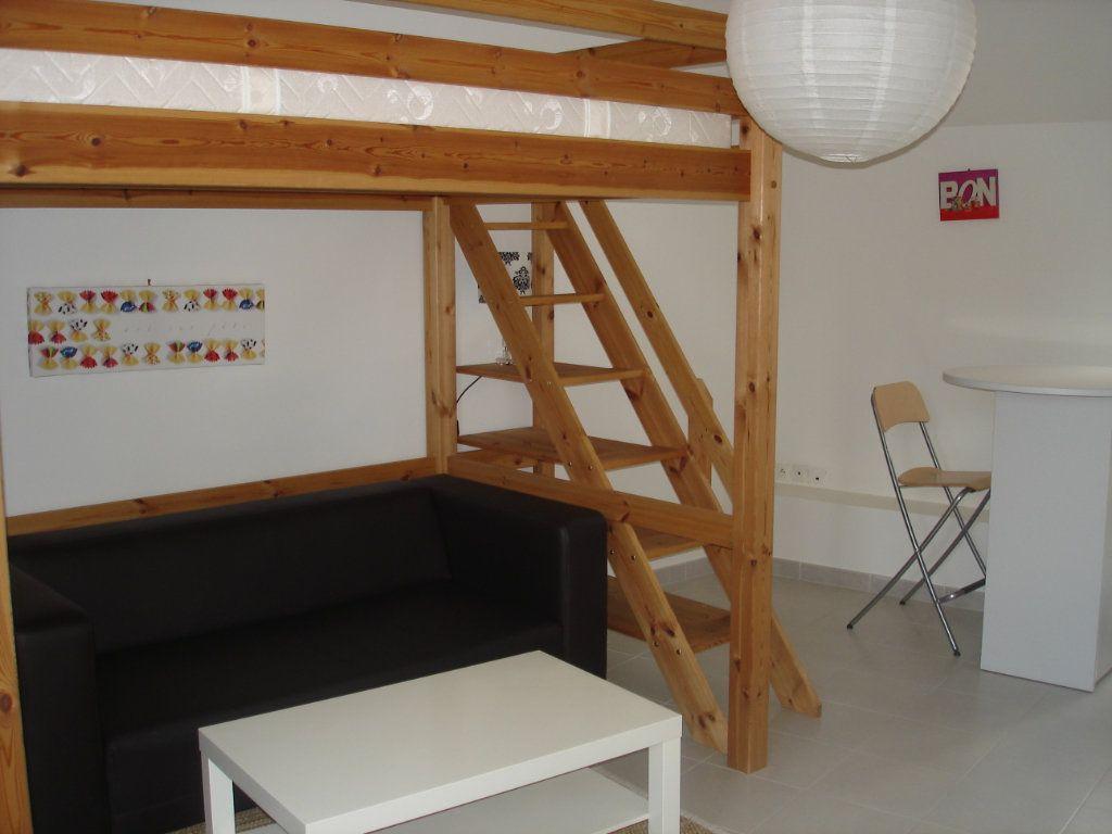 Appartement à louer 1 27m2 à Melun vignette-1