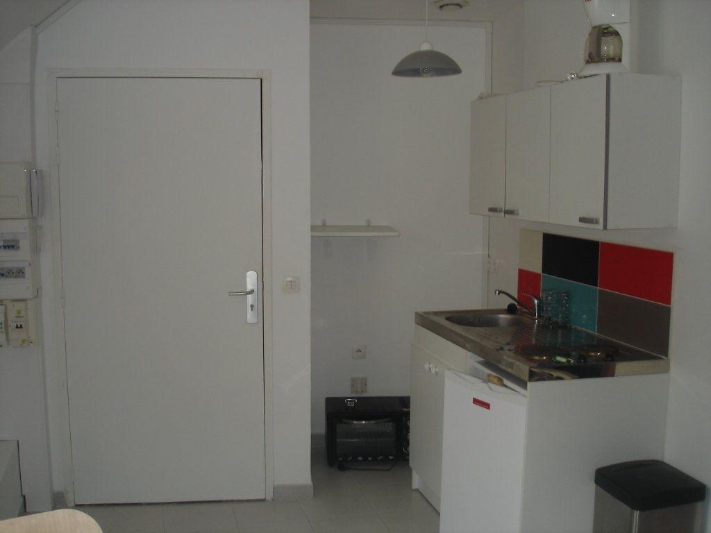 Appartement à louer 1 27m2 à Melun vignette-3