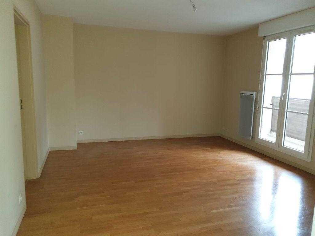 Appartement à louer 2 49.2m2 à Melun vignette-1