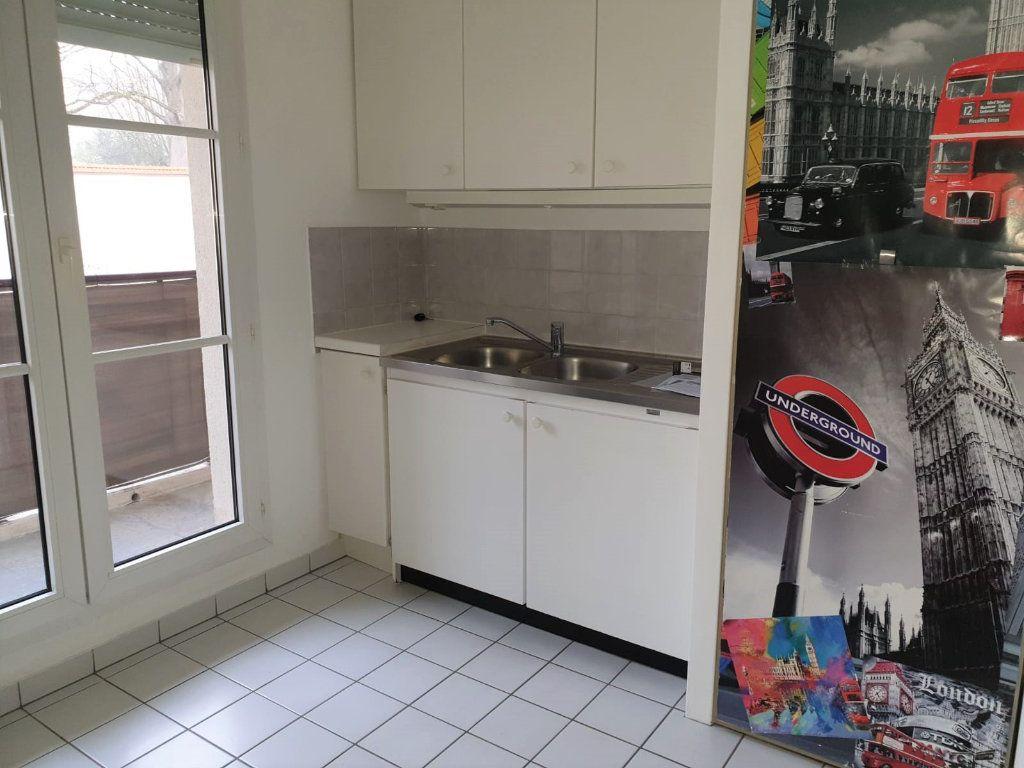 Appartement à louer 2 49.2m2 à Melun vignette-2