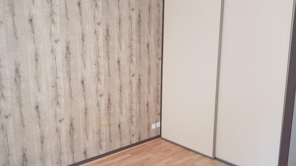Appartement à louer 2 49.2m2 à Melun vignette-4