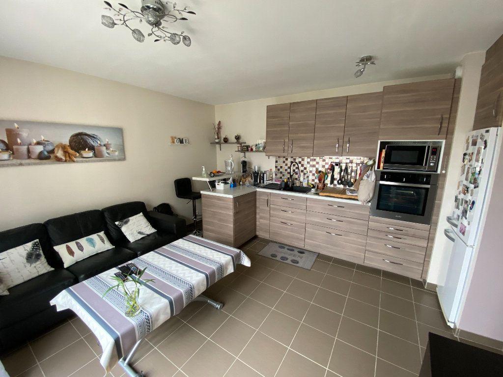 Appartement à vendre 2 35.68m2 à Saint-Fargeau-Ponthierry vignette-1