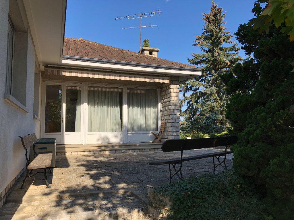 Maison à vendre 6 120m2 à Saint-Fargeau-Ponthierry vignette-2