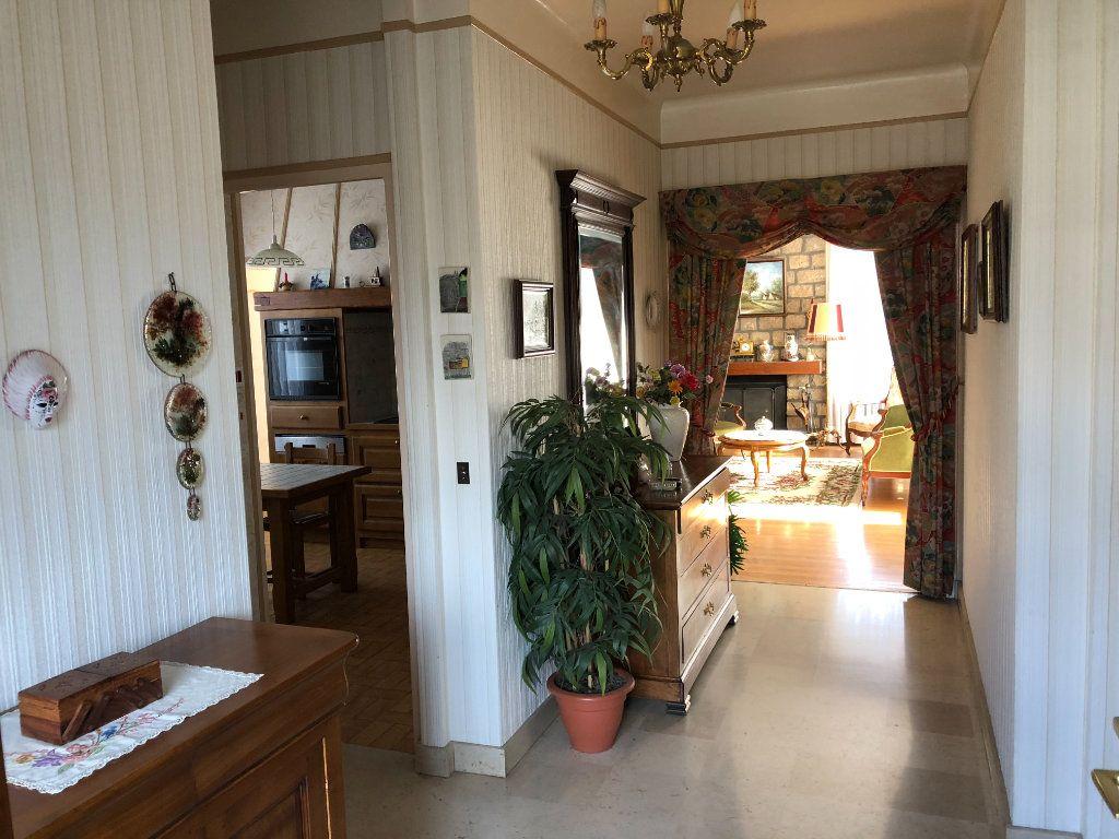 Maison à vendre 6 120m2 à Saint-Fargeau-Ponthierry vignette-3