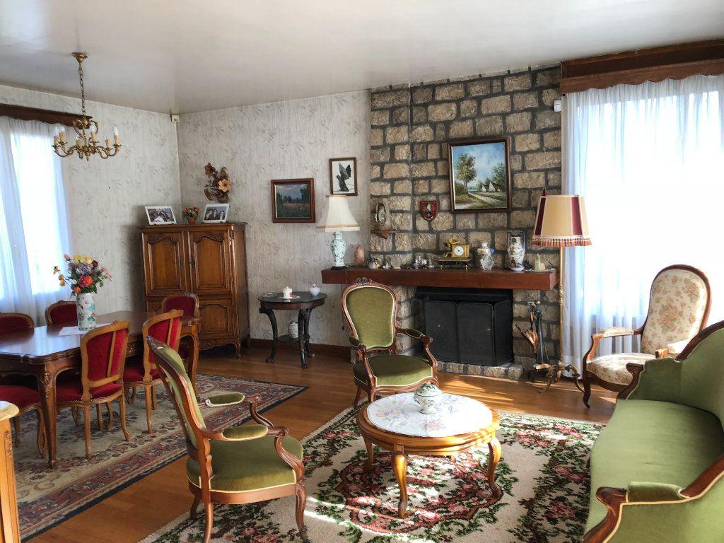 Maison à vendre 6 120m2 à Saint-Fargeau-Ponthierry vignette-4
