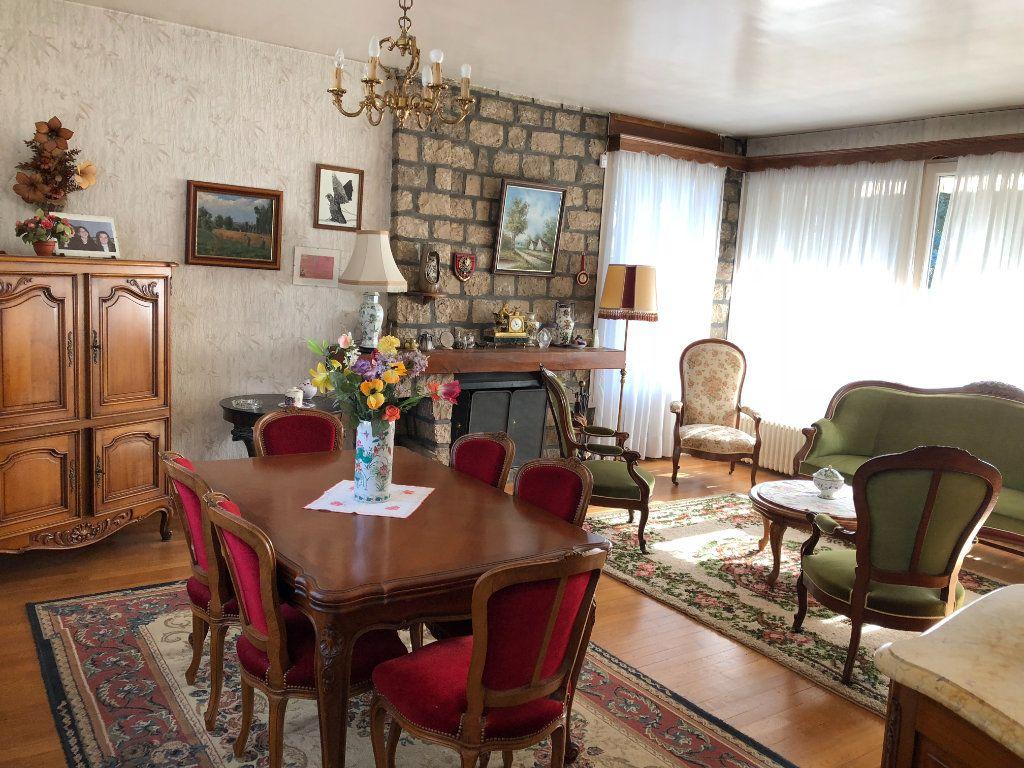 Maison à vendre 6 120m2 à Saint-Fargeau-Ponthierry vignette-5