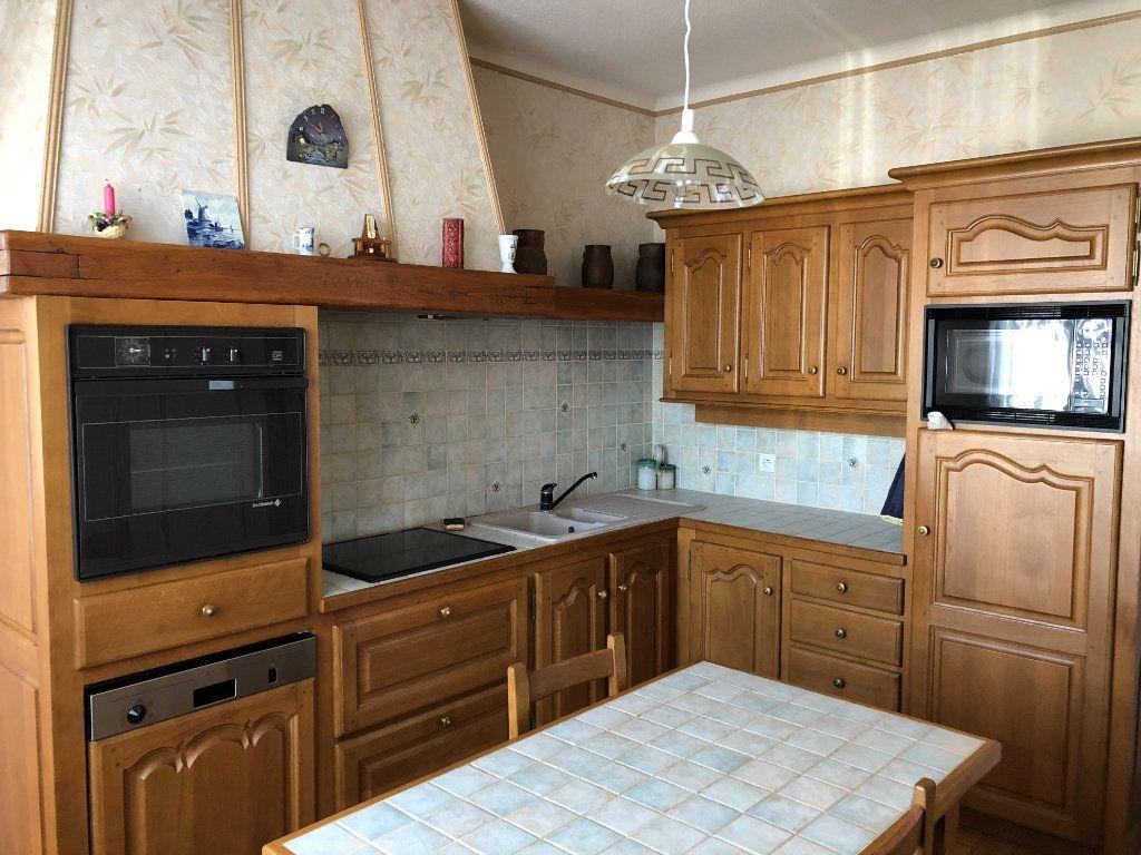 Maison à vendre 6 120m2 à Saint-Fargeau-Ponthierry vignette-6