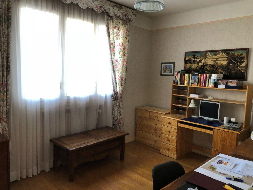 Maison à vendre 6 120m2 à Saint-Fargeau-Ponthierry vignette-8