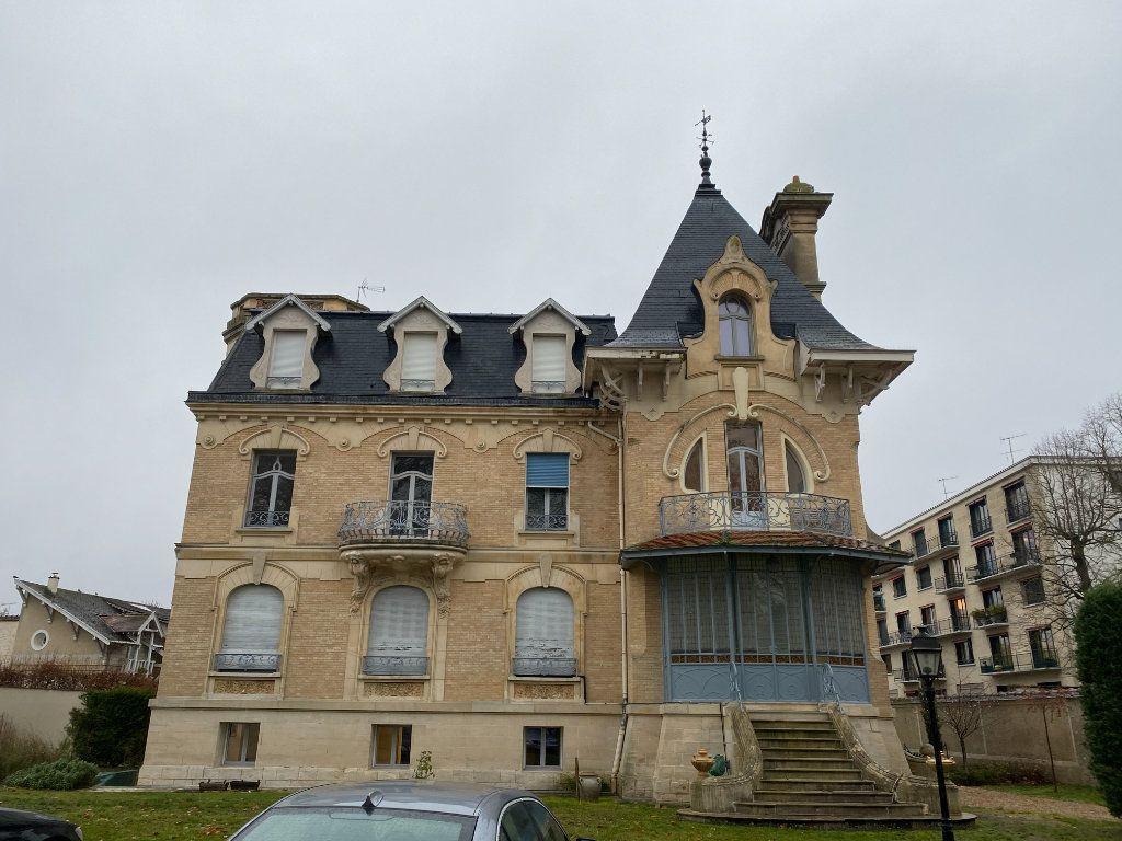 Appartement à vendre 2 49.95m2 à Fontainebleau vignette-1