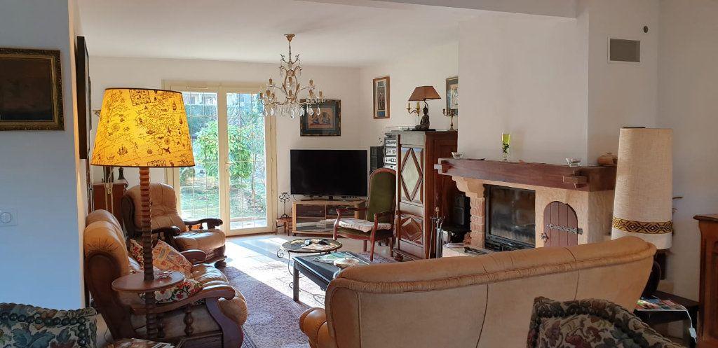 Maison à vendre 8 183m2 à Saint-Fargeau-Ponthierry vignette-2