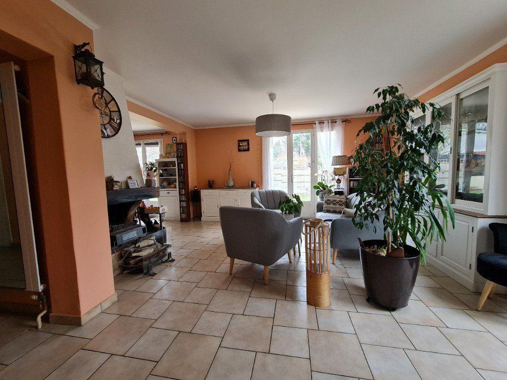 Maison à vendre 6 116m2 à Saint-Fargeau-Ponthierry vignette-2