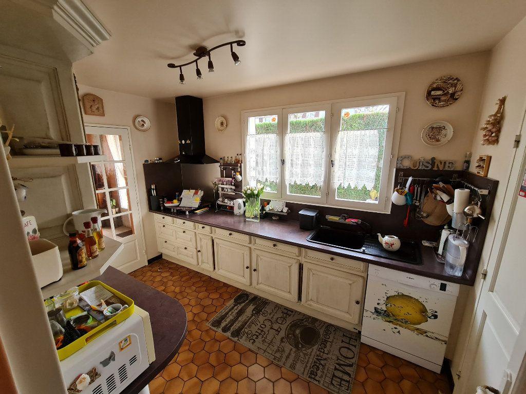 Maison à vendre 6 116m2 à Saint-Fargeau-Ponthierry vignette-7