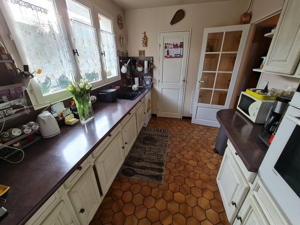 Maison à vendre 6 116m2 à Saint-Fargeau-Ponthierry vignette-10