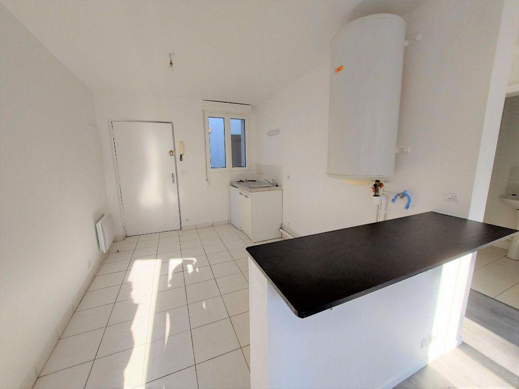 Appartement à louer 1 24.02m2 à Melun vignette-3