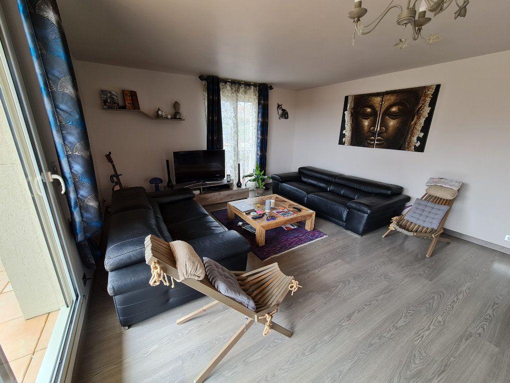 Appartement à vendre 4 81.66m2 à Saint-Fargeau-Ponthierry vignette-3