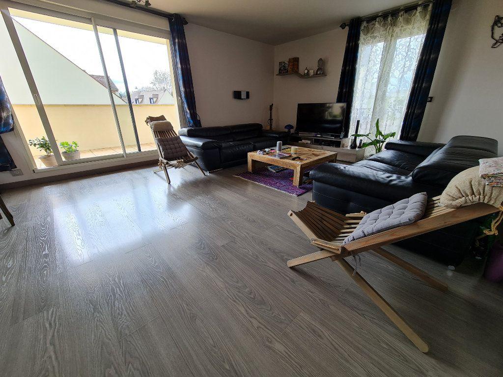 Appartement à vendre 4 81.66m2 à Saint-Fargeau-Ponthierry vignette-4