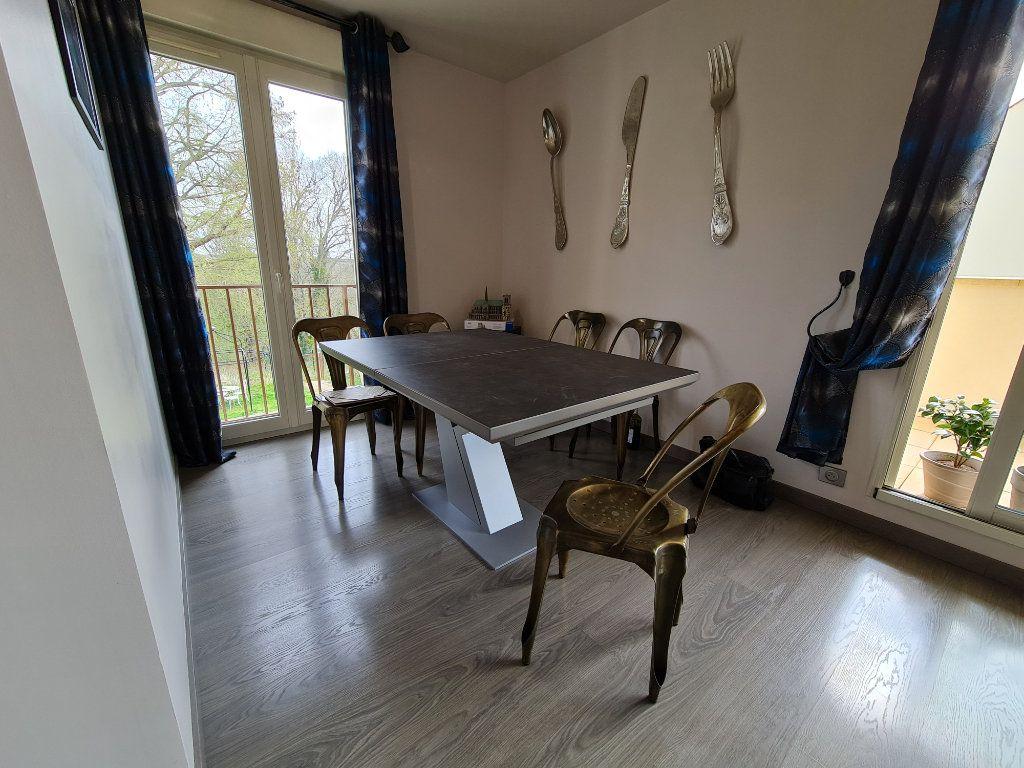 Appartement à vendre 4 81.66m2 à Saint-Fargeau-Ponthierry vignette-5