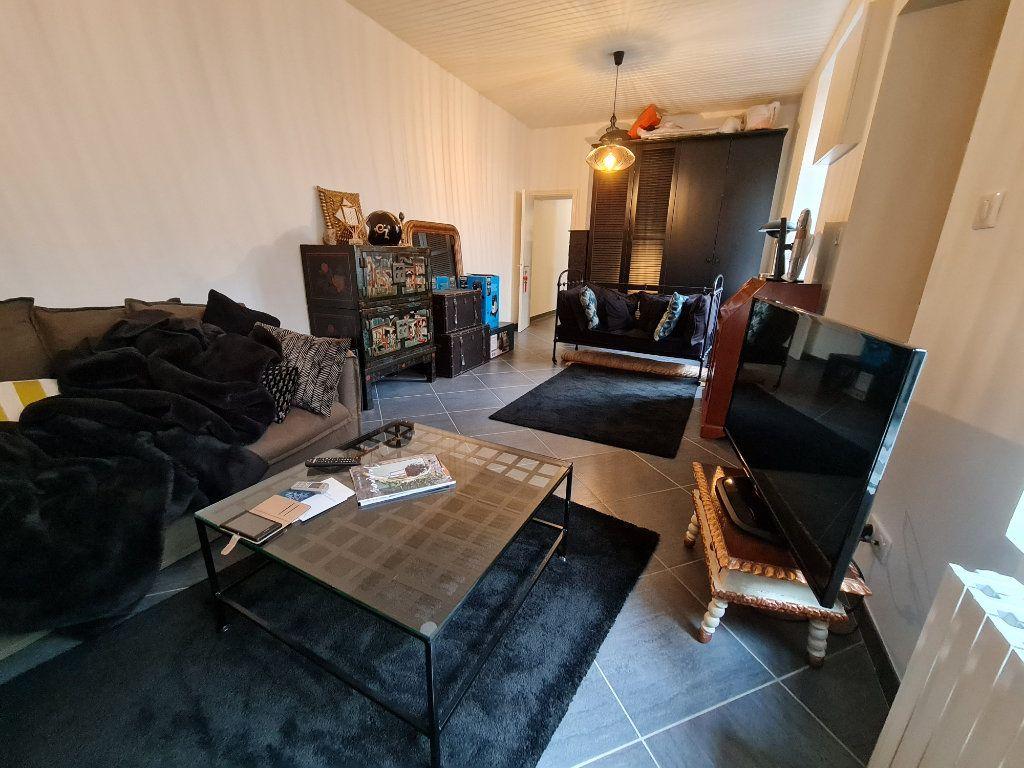 Appartement à vendre 9 211m2 à Melun vignette-1