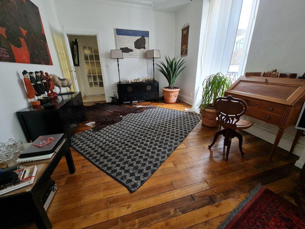 Appartement à vendre 9 211m2 à Melun vignette-4