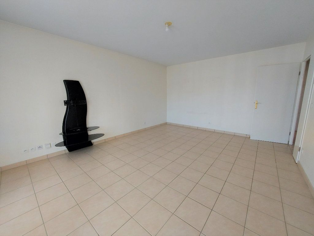 Appartement à louer 3 60.62m2 à Melun vignette-3