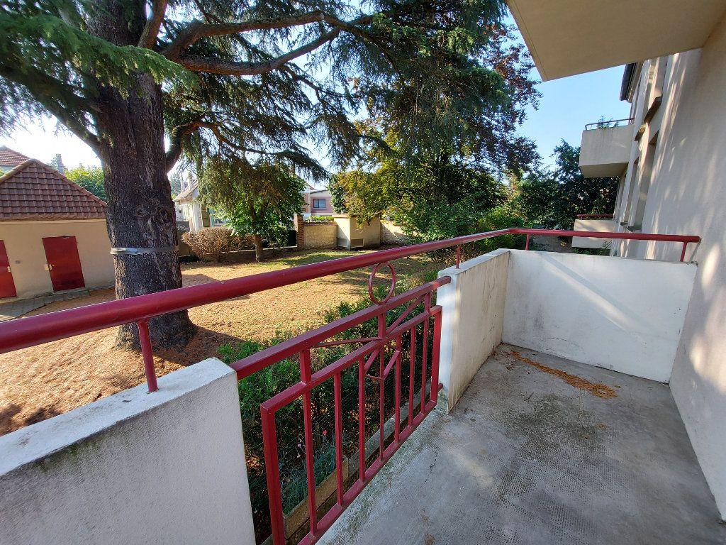 Appartement à louer 3 61.38m2 à Dammarie-les-Lys vignette-1