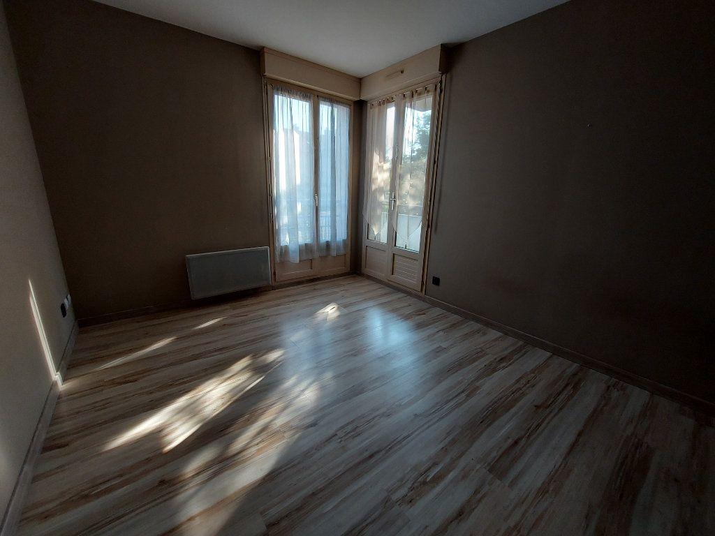 Appartement à louer 3 61.38m2 à Dammarie-les-Lys vignette-6
