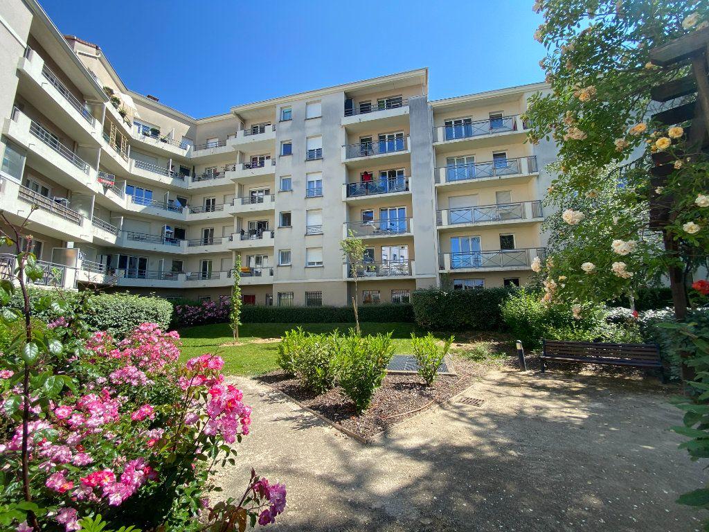 Appartement à louer 4 77.31m2 à Melun vignette-1
