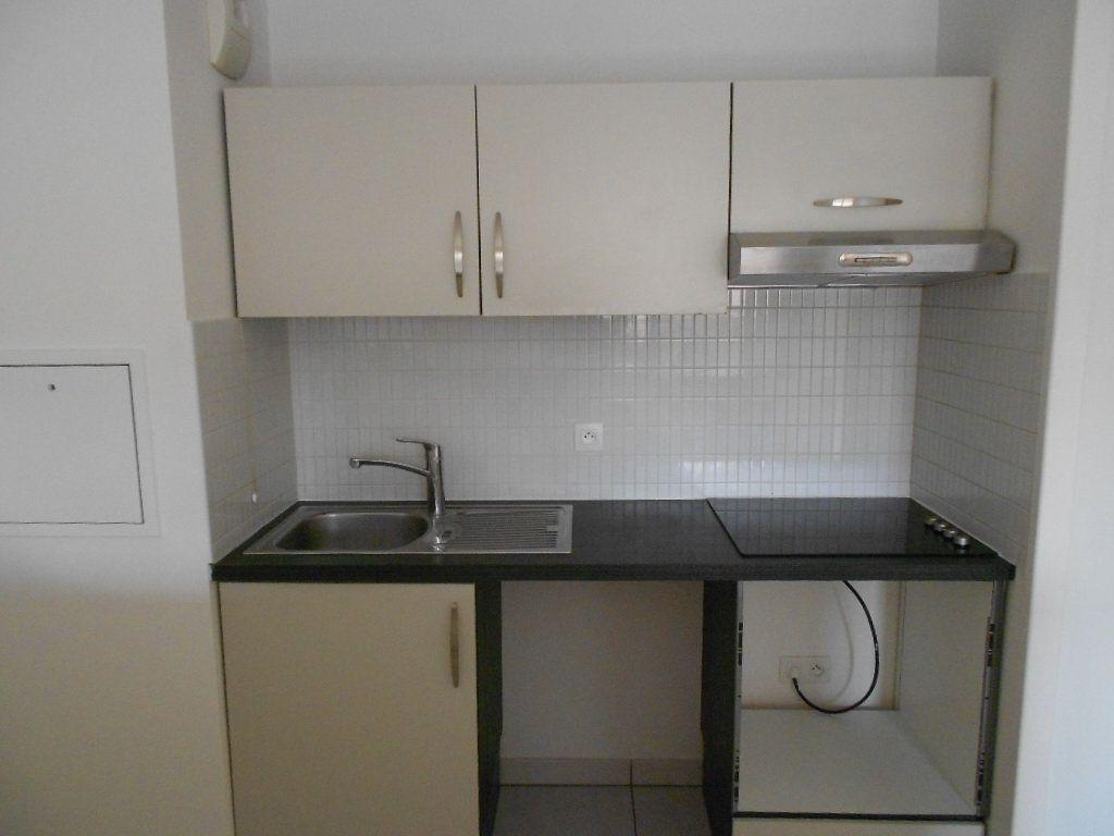 Appartement à louer 3 57.96m2 à Melun vignette-2
