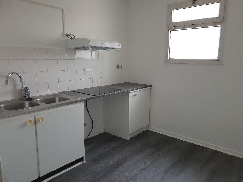 Appartement à louer 2 43.25m2 à Melun vignette-1