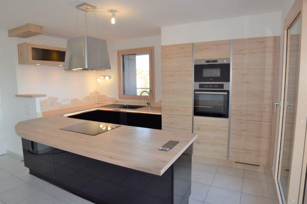 Appartement à louer 3 70.54m2 à Ambilly vignette-2