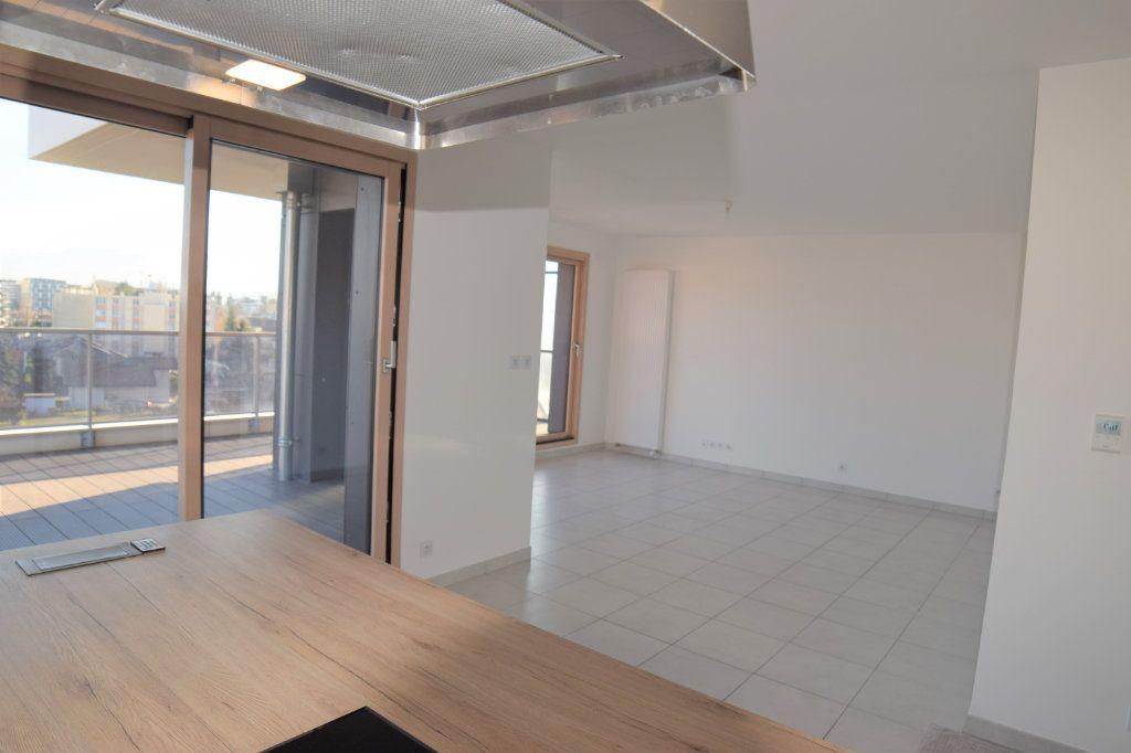 Appartement à louer 3 70.54m2 à Ambilly vignette-3