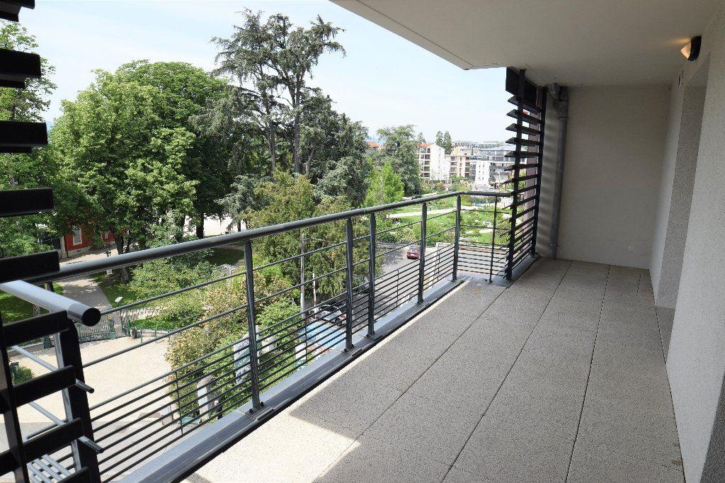 Appartement à louer 4 91.56m2 à Annemasse vignette-2