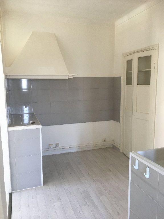 Appartement à louer 2 28m2 à Berre-les-Alpes vignette-1