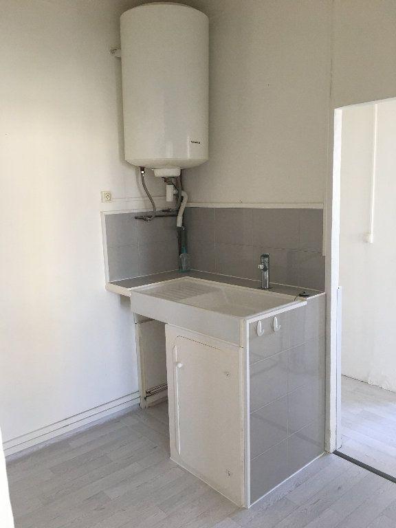 Appartement à louer 2 28m2 à Berre-les-Alpes vignette-4