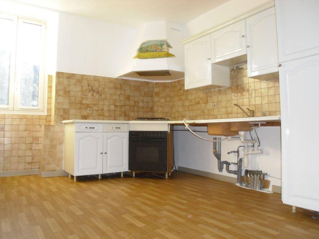 Appartement à louer 3 50.1m2 à L'Escarène vignette-1