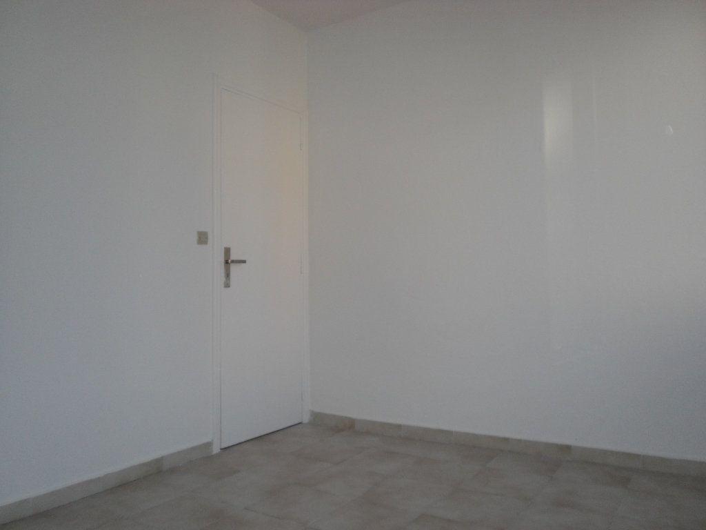 Appartement à louer 3 50.1m2 à L'Escarène vignette-8