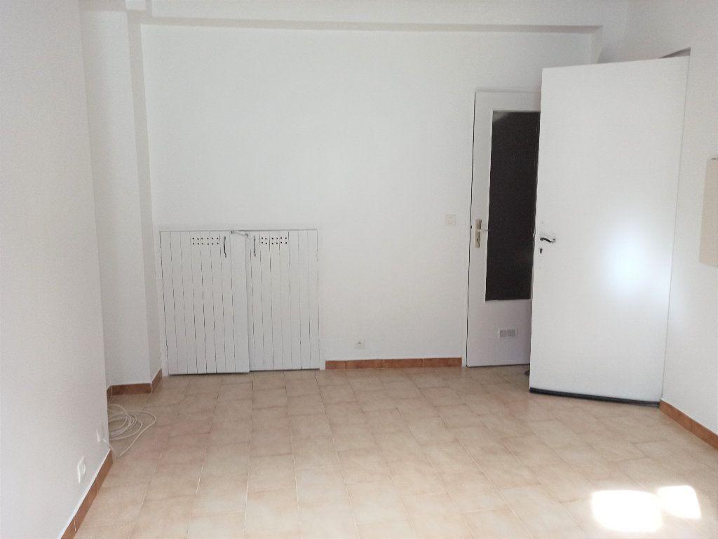 Appartement à louer 1 14.56m2 à L'Escarène vignette-3