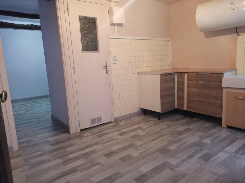 Appartement à louer 2 22m2 à L'Escarène vignette-1