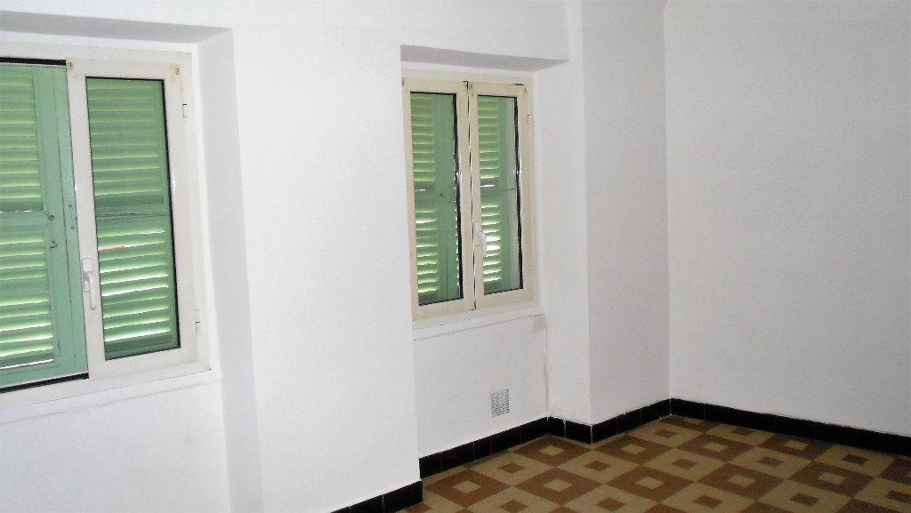 Appartement à louer 2 43.7m2 à L'Escarène vignette-1